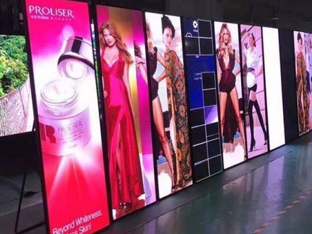 Totem publicitaire LED toute hauteur Full Color
